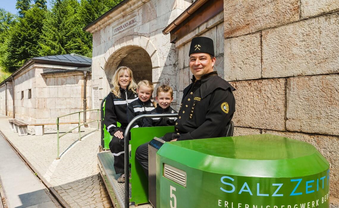 Salzbergwerk Besucherbahn Web